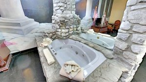 Whirlpool Fantasy Suite at the Stone Castle Hotel in Missouri