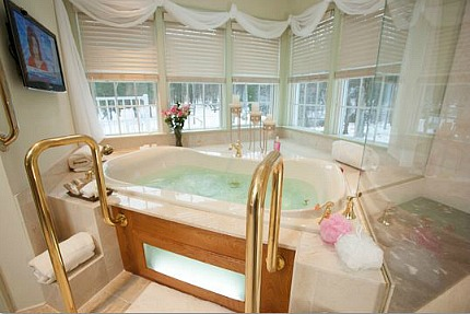 New Hope Pennsylvania Honeymoon Whirlpool Suite
