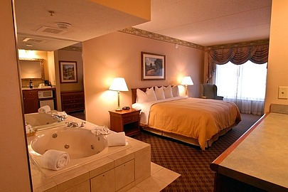 Country Inn & Suites Newark NJ Jetted Tub Suite