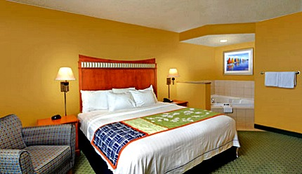 Virginia Beach Jacuzzi® Suite - Fairfield Inn