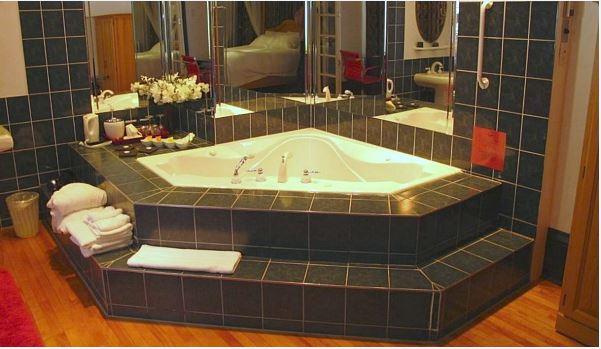 Romantic Getaway Suite at Ottawa's Swiss Hotel