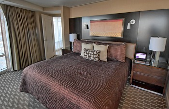 King Bed ARIA Hotel