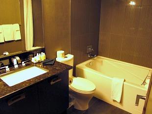 Bathroom, Kensington Riverside Inn