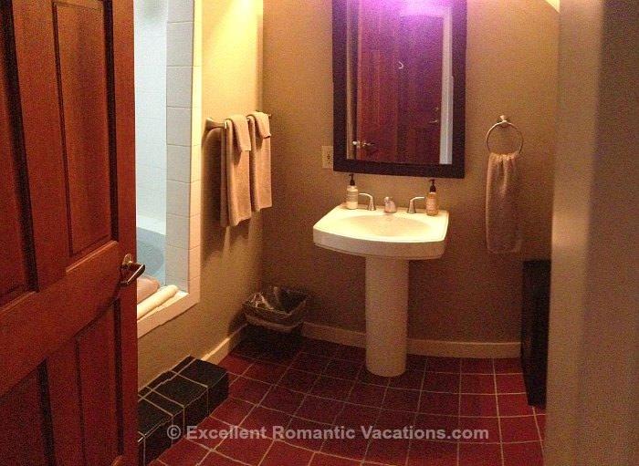 Bird Rock Hotel Bathroom