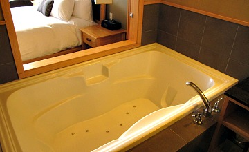 Jetted Tub - Brentwood Bay Resort & Spa