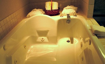 Banff Alberta Hotel Suite With a JACUZZI® Tub