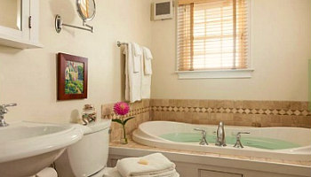 Cape Cod Jetted Tub Suite