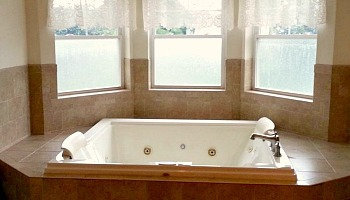 Cape May NJ Spa Tub Suite