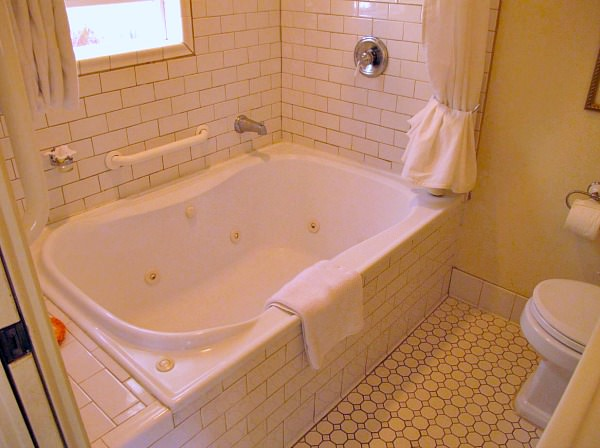 Casa Laguna Inn Jetted Spa Tub Suite