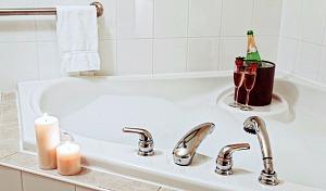 Massachusetts Hot Tub Suite