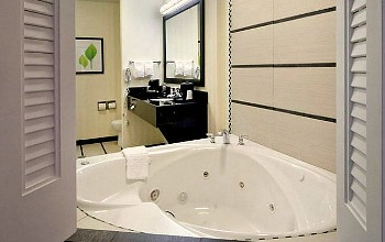 Charlotte North Carolina Whirlpool Suite