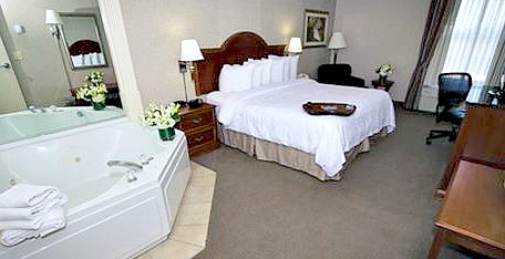 North carolina jacuzzir suites romantic hotel rooms nc for Honeymoon suites in north carolina