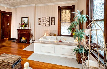 Cincinnati BB Whirlpool Suite