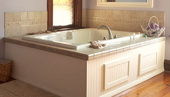 Cincinnati Jetted Tub Suite