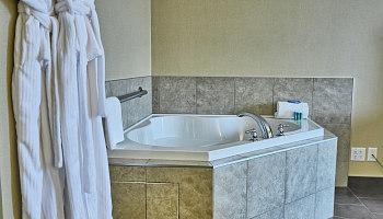 Hot Tub Hotel Suite Comox Valley BC