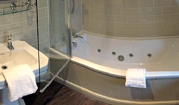 Cotswold UK Hotel Hot Tub
