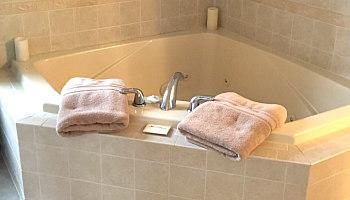 Hershey PA Inn Hot Tub Suite