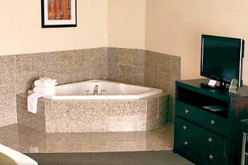 Whirlpool Tub® Suite at the Mesquite NV Holiday Inn Express