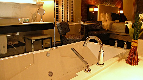 Whirlpool Suite at Quebec City's Hotel des Coutellier