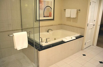Signature MGM Grand Jacuzzi Tub