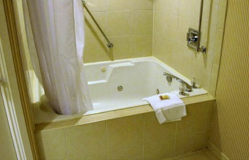 Sheraton Ft Lauderdale West Jetted Spa Tub