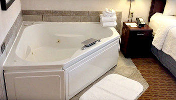 Wisconsin Hot Tub Suites Hotels