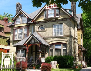 Manderley B&B, Milwaukee