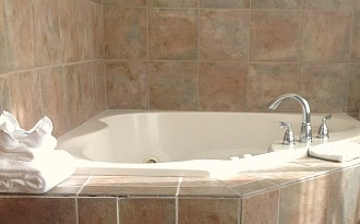 Whirlpool Tub at the Hampton Inn Milwaukee