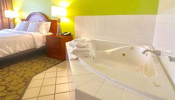 Romantic Minneapolis Hot Tub Suite - Hilton Garden Inn