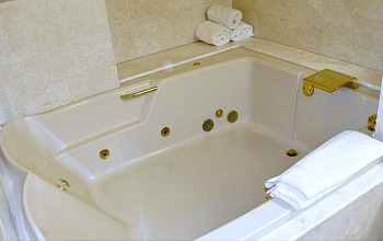Spa Tub Suite at the Monte Carlo Resort in Las Vegas NV