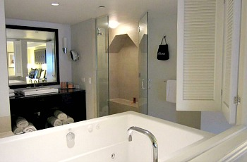 NYC Whirlpool Suite