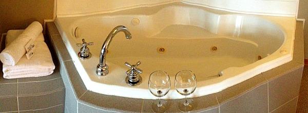Romantic Ohio Hot Tub Suite