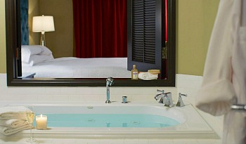 Luxury Orlando Jacuzzi Suite