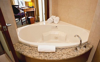 Outrigger Reef Whirlpool Suite