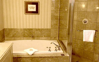 Paris Las Vegas Room with Whirlpool Tub