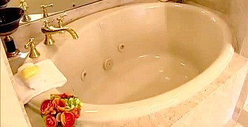 Rittenhouse Hotel Spa Tub Suite