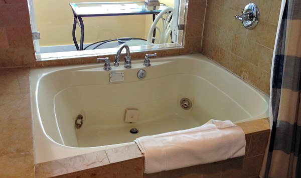 Redondo Beach California Whirlpool Suite