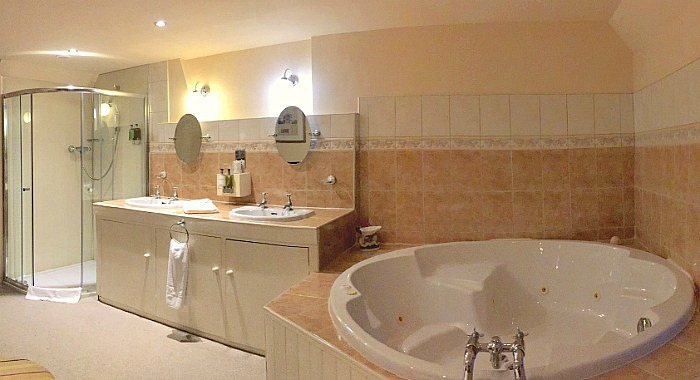 Romantic East Midlands Whirlpool Suite