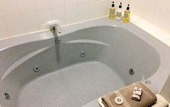 Whirlpool Tub, Bird Rock Hotel