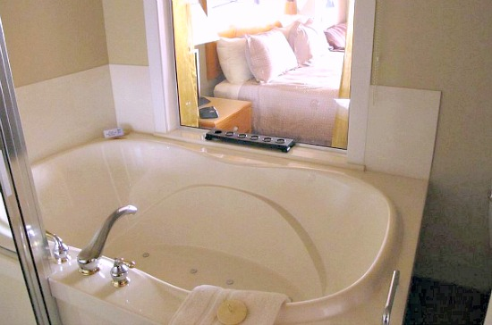 Sidney BC Hotel Hot Tub Suite