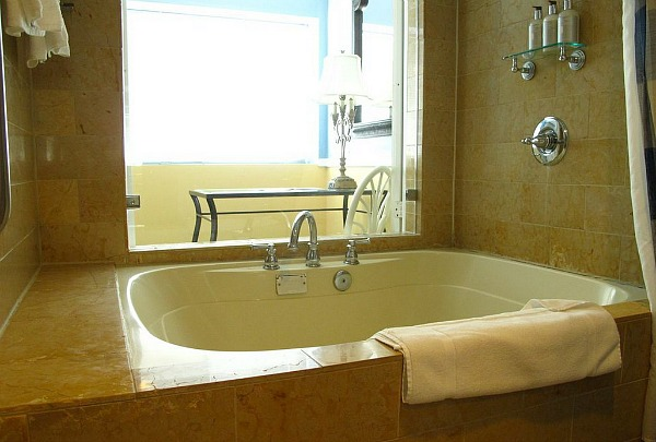 Hotel Rooms with Jacuzzi® Suites & Hot Tubs - Excellent ...