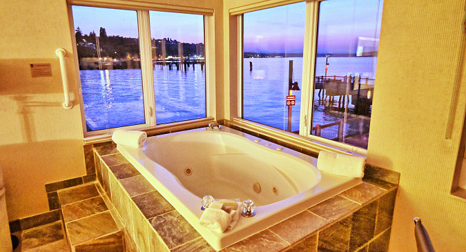 Tacoma, WA Ocean View Hot Tub Suite