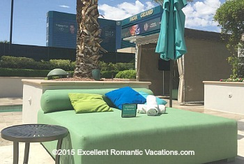 Vegas Poolside Lounge Bed