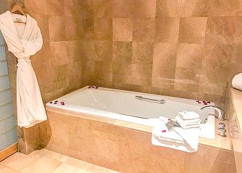 Vancouver Island Hot Tub Suites Hotel Amp Resort In Room