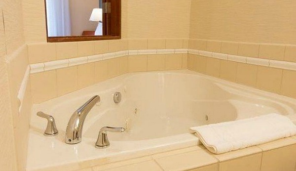 Fairfield Inn Whirlpool Suite, Burlington WA