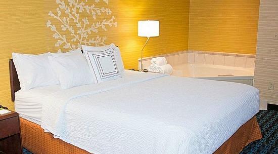 Whirlpool Suite, Fairfield Inn & Suites, Butler PA