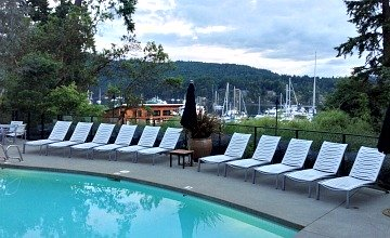 Brentwood Bay Inn & Resort Pool