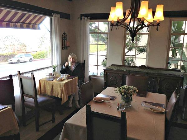 Casa Laguna Breakfast Area