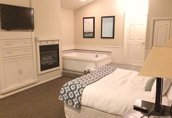 Central California Coast Hotel Room with Jetted Tub