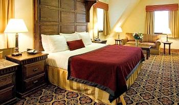 Romantic Cincinnati Hotel Room